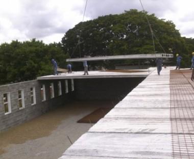 Construção de um dos prédios da Faculdades Anhanguera no Campus  de Belo Horizonte
